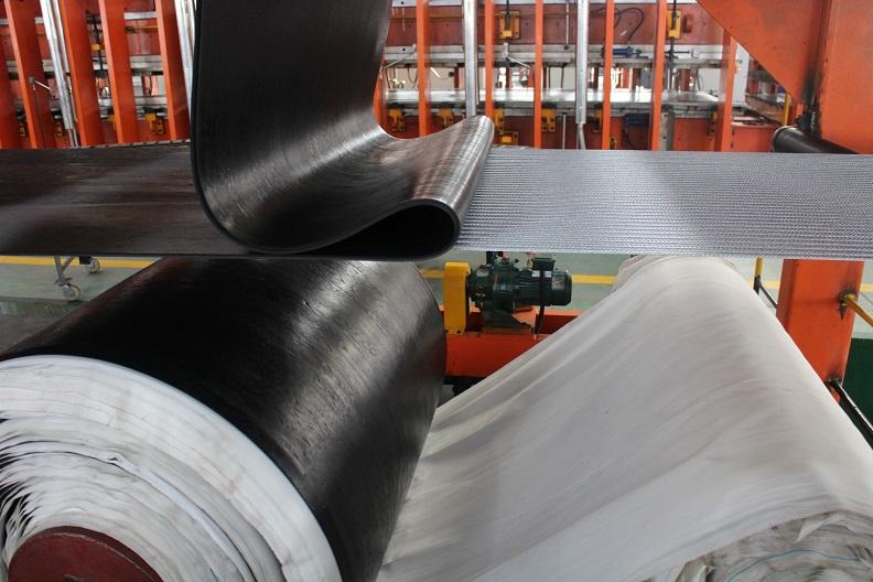 Băng tải cao su lõi thép (ST)